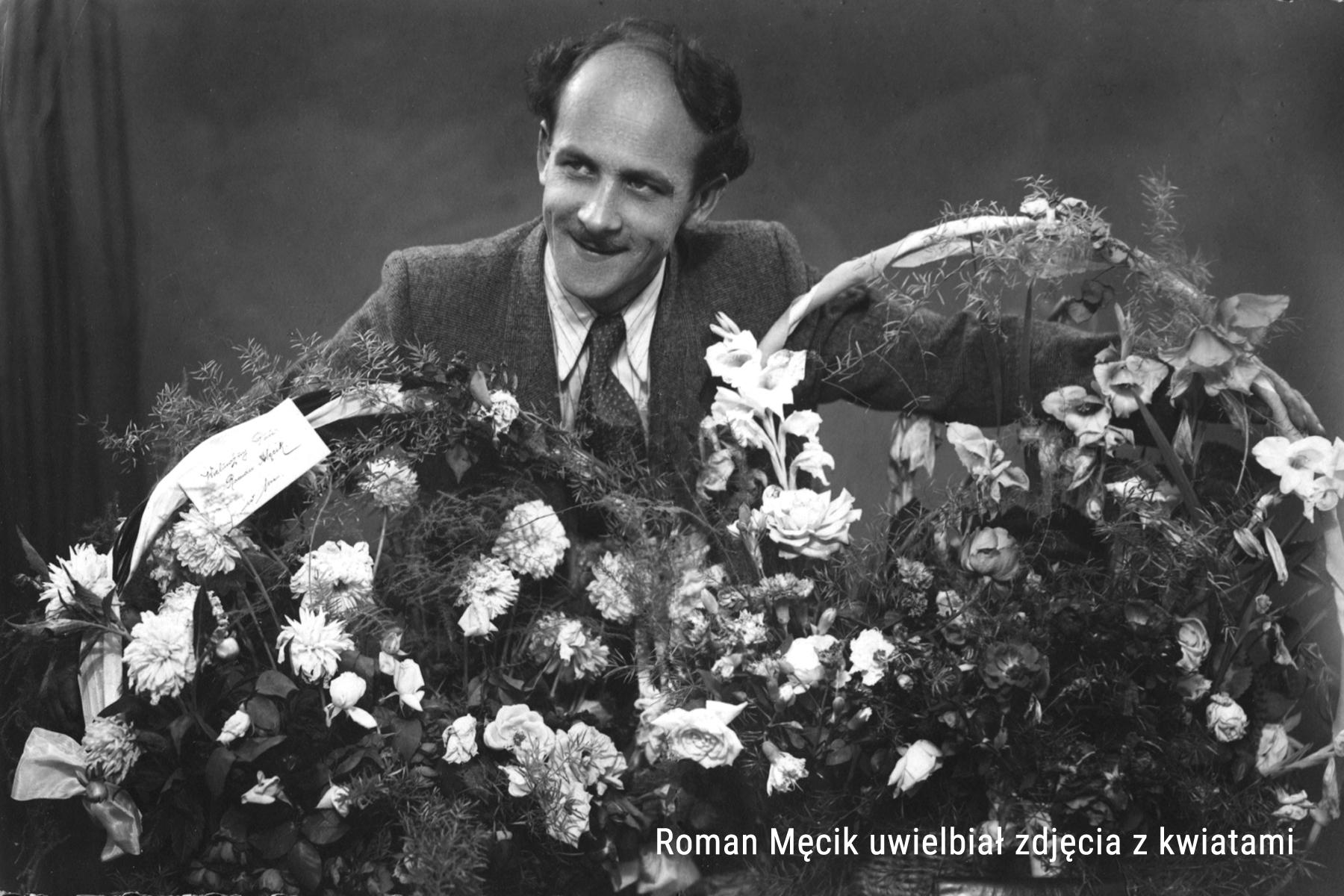 Roman Męcik z kwiatami
